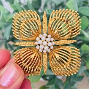 Monet Pin/Brooch Gold Tone Pearl Center